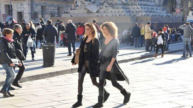 Sole in centro a Milano (Newpress)