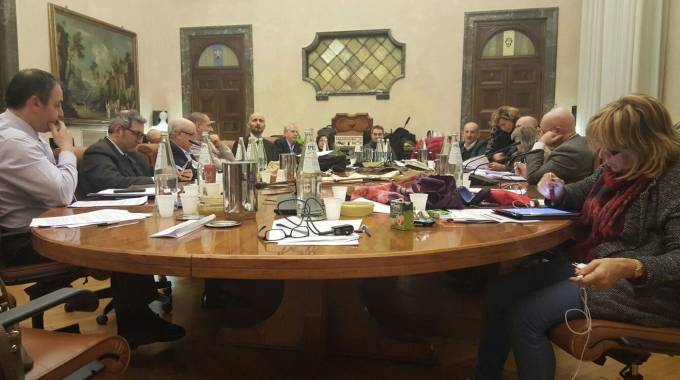 I sindacalisti Carife durante l'estenuante trattativa, la cui fase finale è durata quasi 40 ore consecutive