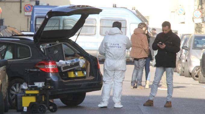I rilievi della Scientifica sul luogo dell'esplosione (Umberto Visintini/New Pressphoto)