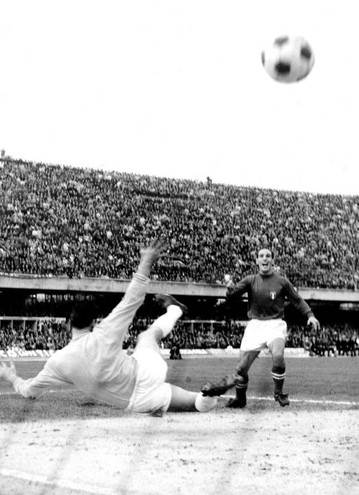 Qualificazioni ai Mondiali del '66: Pascutti segna un gol contro la Scozia (LaPresse)