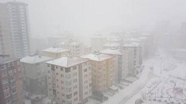 Istanbul, aeroporto chiuso per neve (Foto Facebook Olimpia Milano)