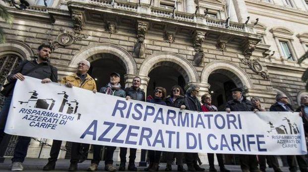 Una recente manifestazione dei 'Risparmiatori Azzerati' davanti alla sede della Banca d'Italia