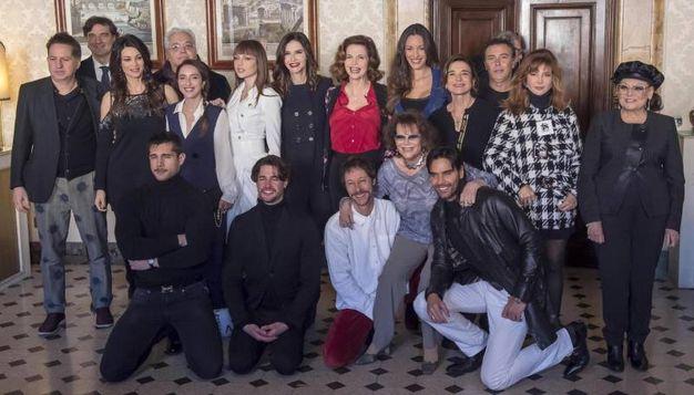 Il cast della quarta serie de 'Il bello delle donne' (Ansa)