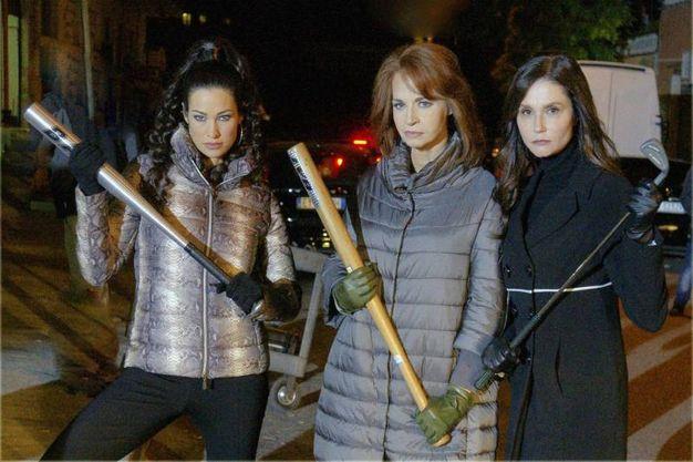 Da sinistra Manuela Arcuri, Anna Galiena e Alessandra Martines in una foto di scena de 'Il  Bello delle donne' (Ansa)