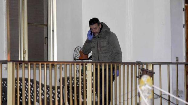 Le indagini sul luogo del duplice omicidio (foto Businesspress)