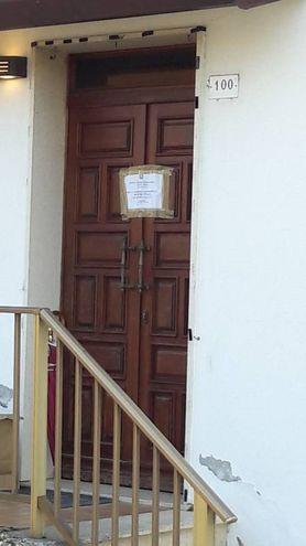 L'entrata della casa dove è stato compiuto il duplice omicidio (foto Bianchi)