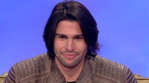 Luca Onestini durante la prima puntata andata in onda martedì 10 gennaio