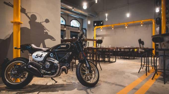 L'interno dello Scrambler Ducati Food Factory - foto Ducati