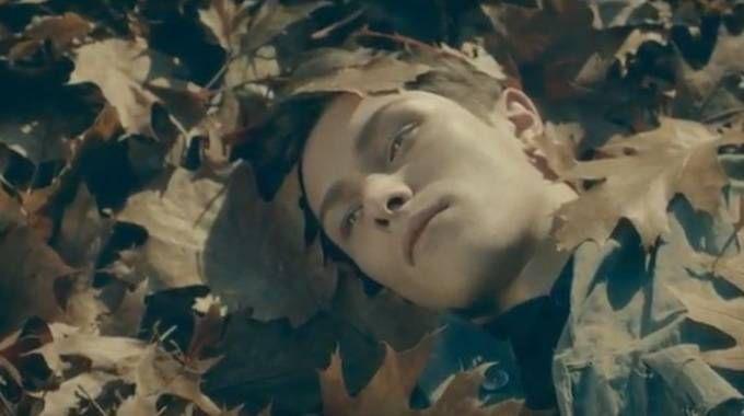 Un frame del video 'Men is black' per Milano Moda Uomo