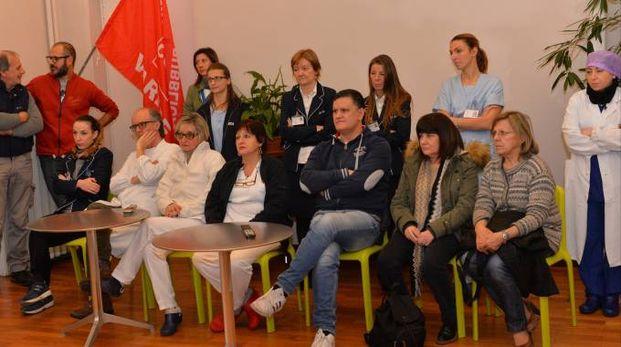 I dipendenti della clinica La Quiete ieri in assemblea