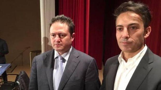 IMPEGNO Da sinistra Ezio Bonanni e Davide Fabretti all'incontro che si è svolto sabato sera al teatro Soms di Sannazzaro