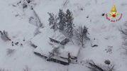 L'hotel Rigopiano travolto dalla neve (Vigili del fuoco)