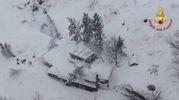 L'albergo sommerso dalla neve (Vigili del fuoco)