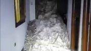 Un mucchio di macerie all'interno dell'hotel travolto dalla slavina (Ansa)