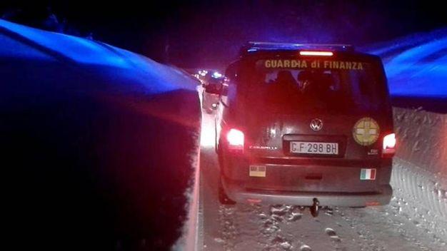 I soccorsi tentano di arrivare all'hotel Rigopiano (Ansa)