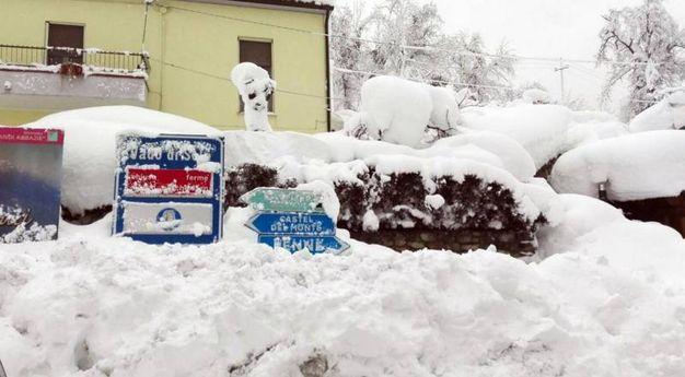 La neve a Farindola (Ansa)
