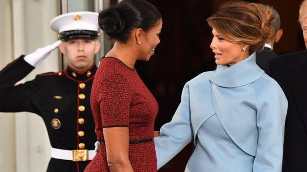 Melania Trump e Michelle Obama all'insediamento di Trump (LaPresse)