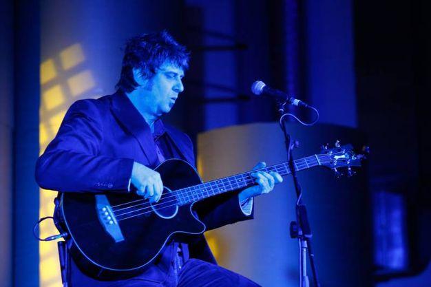 Il bassista degli Stadio, Roberto Drovandi (fotoSchicchi)