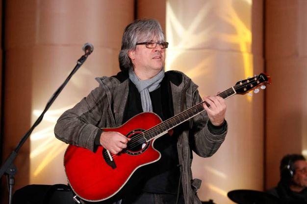 Andrea Fornili con la sua chitarra (fotoSchicchi)