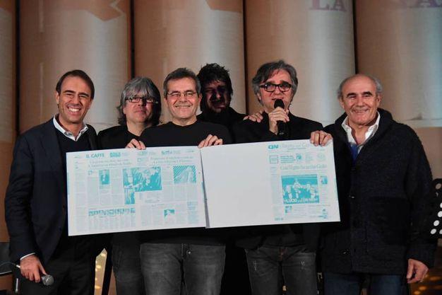 Il direttore di Qn e il Resto del Carlino, Andrea Cangini con gli Stadio e il vicedirettore del Resto del Carlino, Beppe Boni (fotoSchicchi)