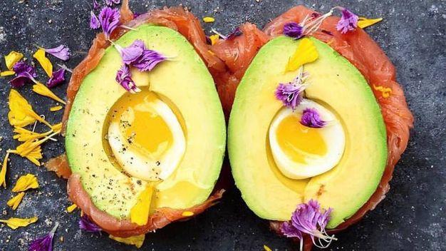 Uova alla coque, salmone e avocado – Foto: The Avocado Show , account ufficiale Facebook