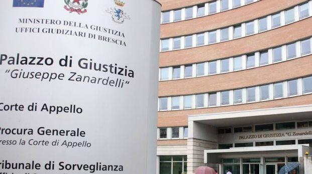 Ingresso al tribunale di Brescia