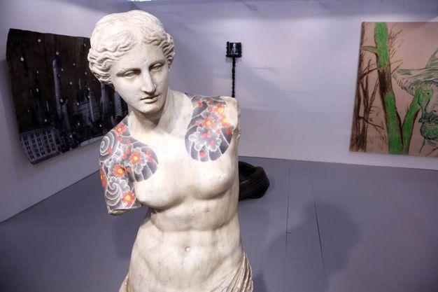 'Venus' di Fabio Viale, galleria Poggiali (Schicchi)