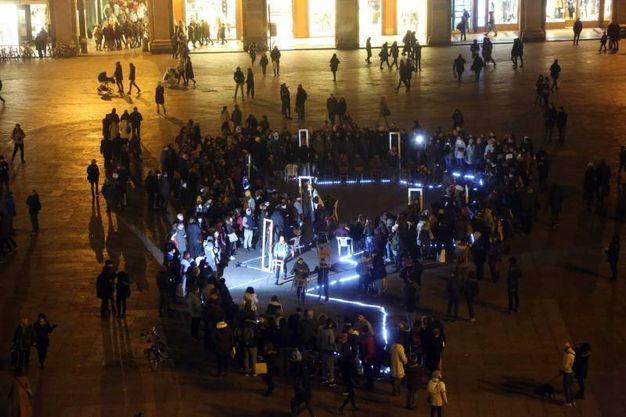 L'installazione sonora 'Il canto delle sirene' di Alessandro Bergonzoni in piazza Maggiore (Schicchi)