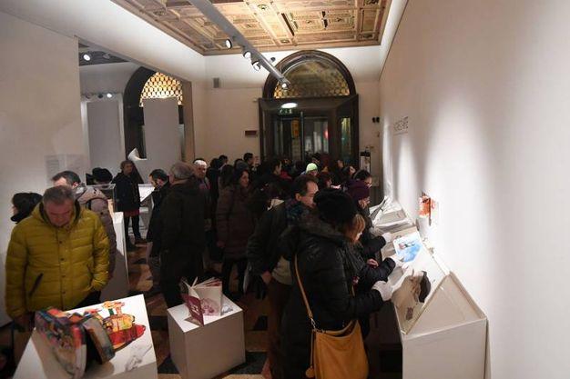 Arte Fiera, White night: tanta gente anche a palazzo Saraceni (foto Schicchi)