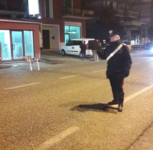 Un carabiniere sul luogo del delitto (foto Di Marco)