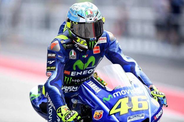 Valentino Rossi a Sepang, il nuovo casco è un omaggio a Tavullia (foto Afp)