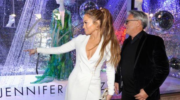 L'attrice Jennifer Lopez assieme allo stilista Giuseppe Zanotti