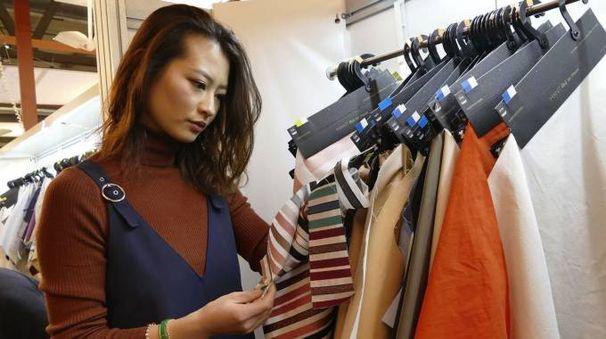 Alcuni modelli al salone del tessile di Rho