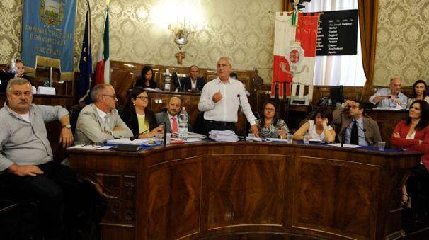 Una seduta del consiglio comunale (Calavita)
