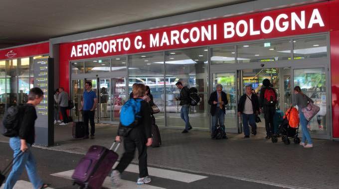 L'ingresso dell'aeroporto Marconi di Bologna (foto Schicchi)