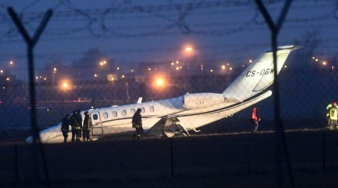 Jet Privato Aeroporto : Aeroporto di bologna jet privato finisce fuoripista le