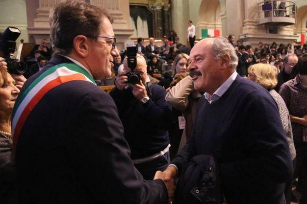 Oscar Farinetti, patron di Eataly, e il sindaco di Modena, Giancarlo Muzzarelli (Ansa)
