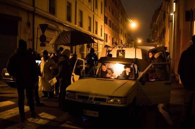 L'episodio è girato i n via Chiudare, alle spalle della sala bimgo di viale XII Giugno (LaPresse)