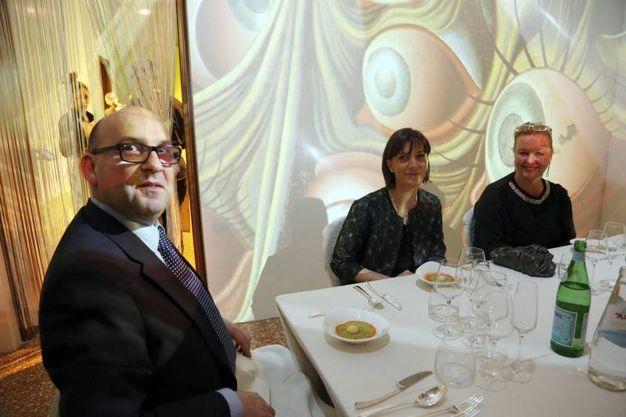 Gian Luca Serreli, Giulia Naldi e Carmen Oguri (Schicchi)