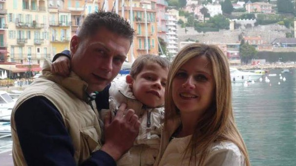 Il piccolo Alessandro Favilla con i genitori
