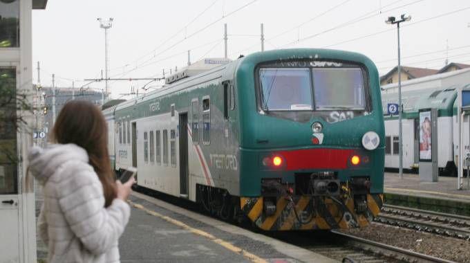 Un treno sulla linea Milano-Mortara