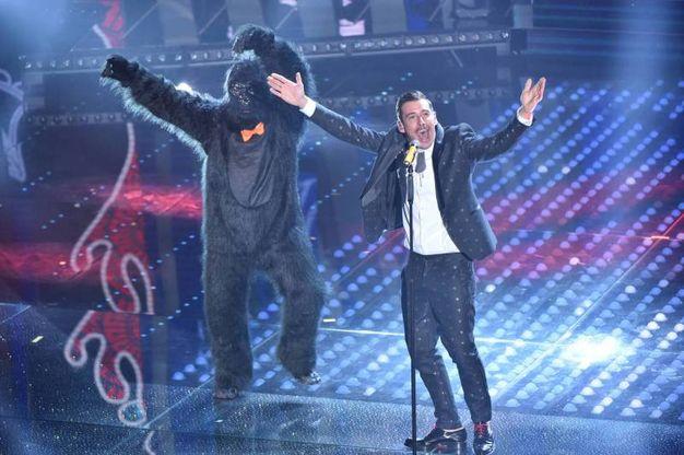 Francesco Gabbani vince Sanremo 2017: la performance con lo scimmione (Olycom)