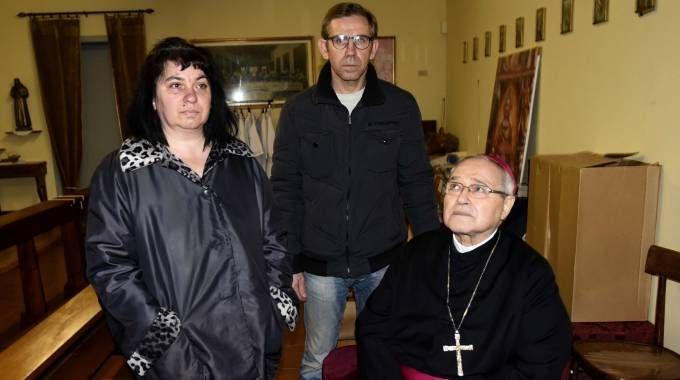 L'incontro di monsignor Luigi Negri con i genitori di Manuel (foto Businesspress)