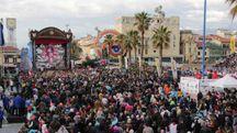 La folla al Carnevale di Viareggio (Umicini)