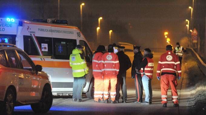 I soccorritori sul luogo della disgrazia a Segrate