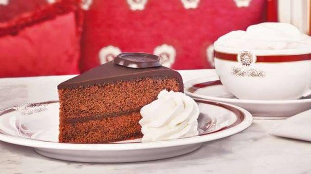 Una fetta di torta Sacher