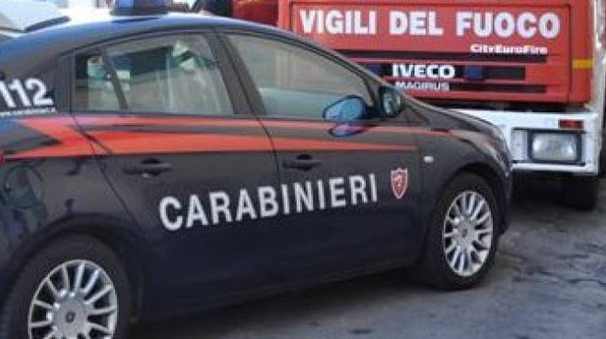 Sul posto sono intervenuti carabinieri e vigili del fuoco