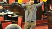 La protesta con le banane gonfiabili in Consiglio Comunale (Newpress)