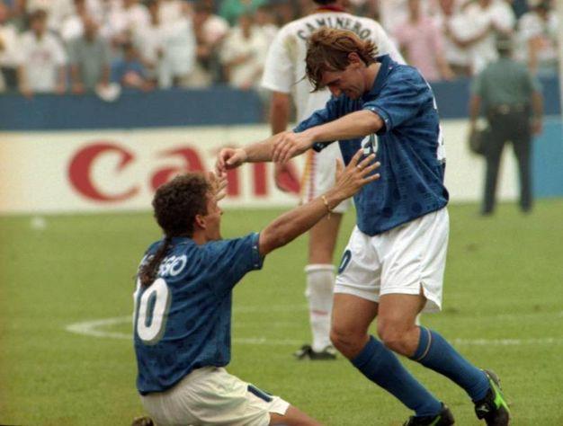 Festeggia  il gol della vittoria (2-1) su assist di Beppe Signori nei quarti di finale di Usa '94 (Ansa)
