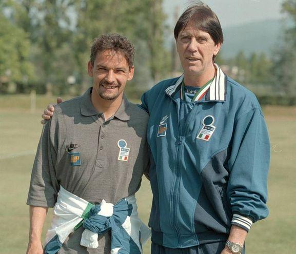 Con il ct dell'Italia, Cesare-Maldini, che lo convoca per Francia '98 (Ansa)